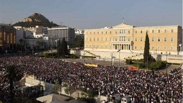 aganaktismenoi_syntagma_2-empros