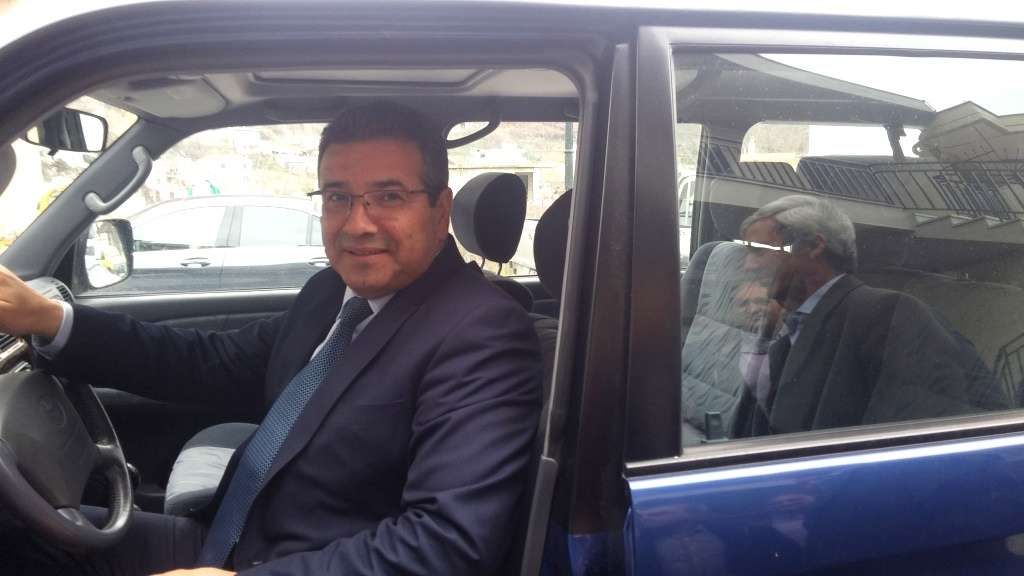 Ο δήμαρχος «επιθεωρεί» το νέο τζιπ